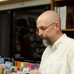Neal Stephenson signing books
